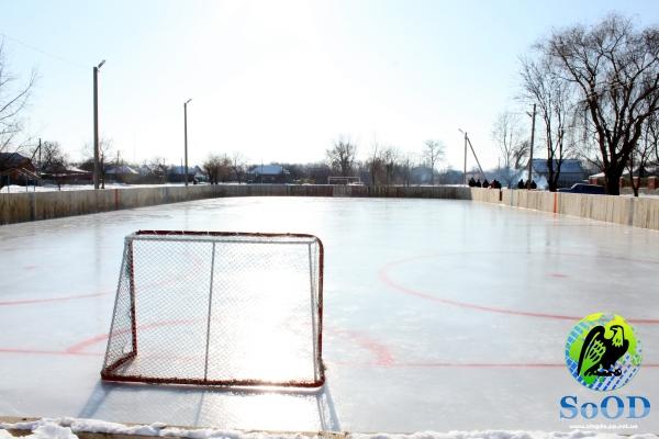 В Кобеляках відтепер є свій льодовий майданчик